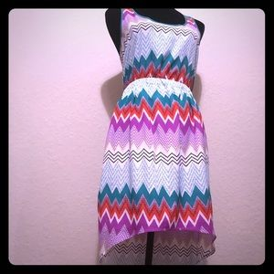 Dresses & Skirts - Sleeveless chevron print shift dress- 6